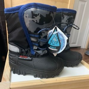 Toddler winter boots NWT
